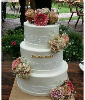 Bruidstaart Lisette wit met herfstbloemen